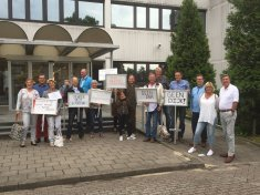 Stil protest bij het Gemeente huis Wijdemren